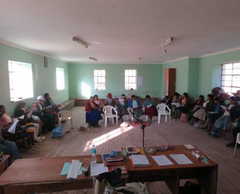 Mujeres que aman al señor, se capacitan para enseñar M.Biblia en sus comunidades rurales.